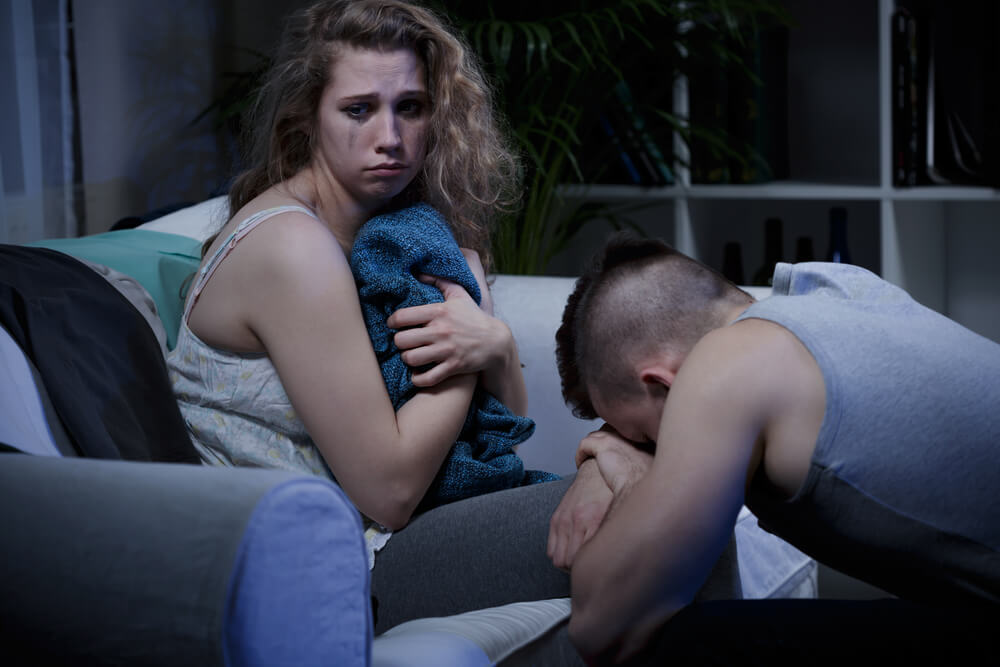 pareja sumergida en una relación tóxica