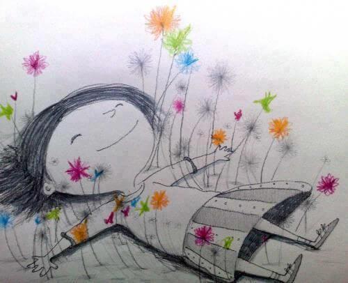 Niña feliz tumbada entre flores de colores