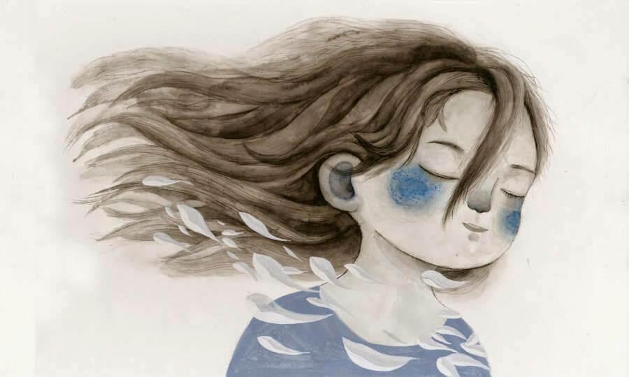 Niña con los ojos cerrados recordando el pasado