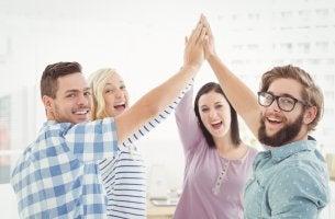 amigos mejorando las habilidades sociales