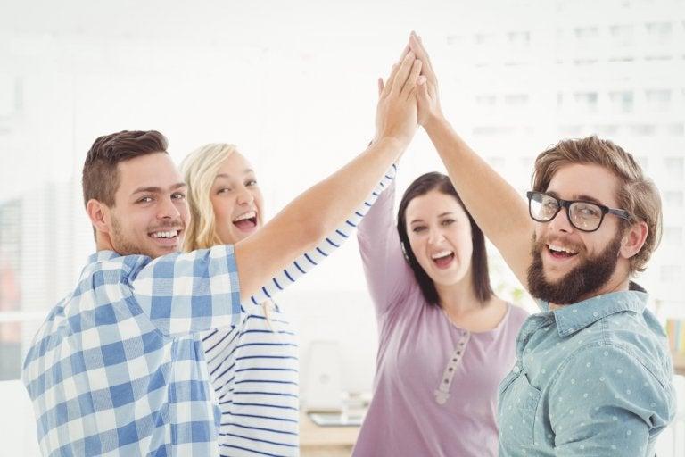 ¿Cómo mejorar las habilidades sociales? 11 consejos útiles y prácticos