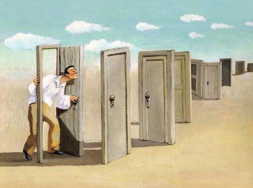 Hombre haciendo caso a su instinto para elegir una salida