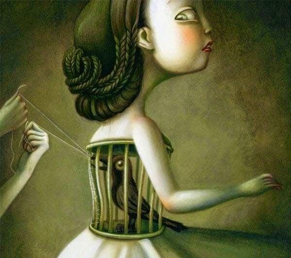 Mujer con cárcel con pájaro en la barriga