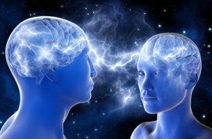 Dos personas con neuronas espejo activadas