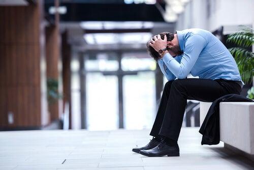Hombre frustrado