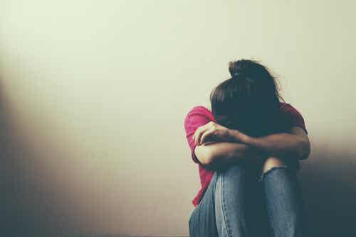 Chica triste por rechazo social