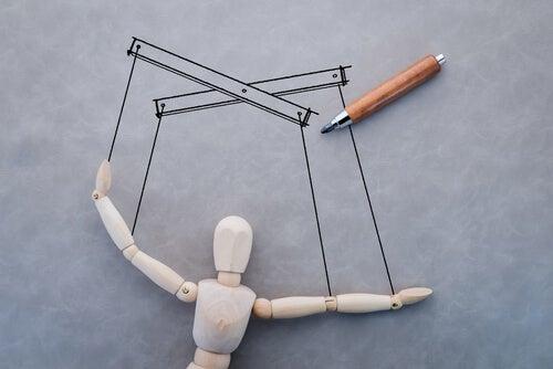 Marioneta que indica manipulación