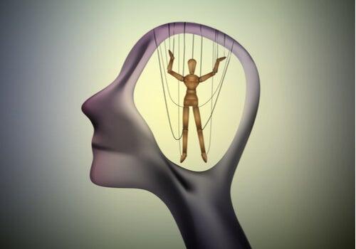 La manipulación emocional invisible