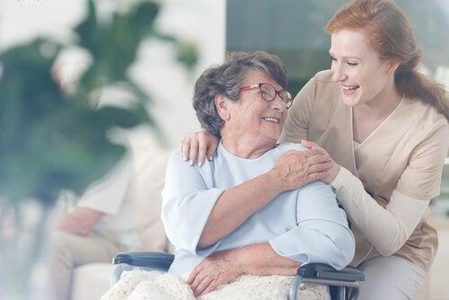 5 pasos para conseguir la felicidad ayudando a los demás