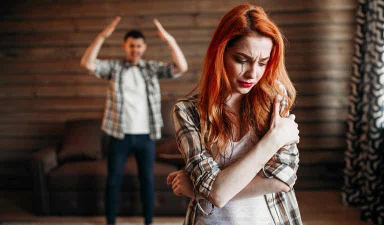 A las puertas del maltrato: señales de alarma en el noviazgo