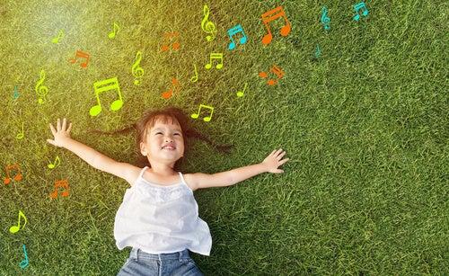 Niña con Niña con sinestesia perceptiva