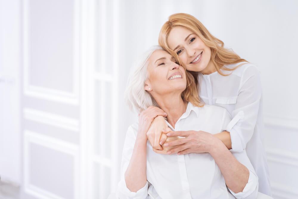 Hija apoyando a su madre