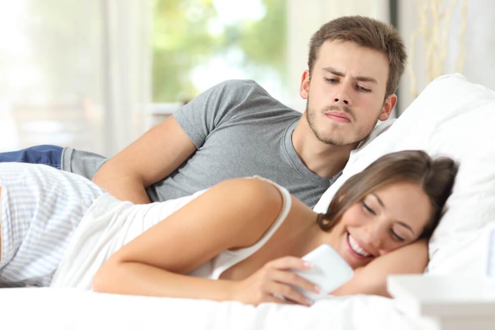 La infidelidad emocional ¿duele más que la traición física?