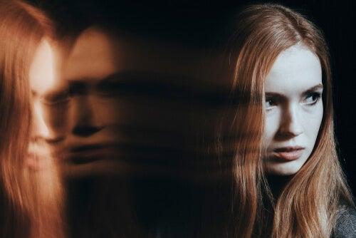 Mujer envidiosa con sombra