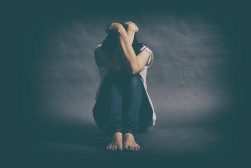 Mujer deprimida con penas no curadas