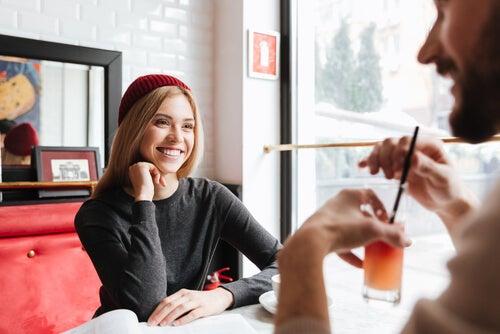 En qué se fijan las mujeres, conversación en pareja
