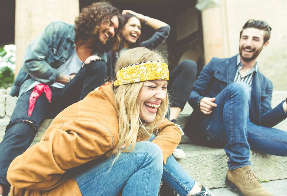 Amigos riéndose