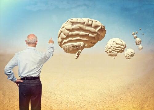 Hombre señalando cerebros