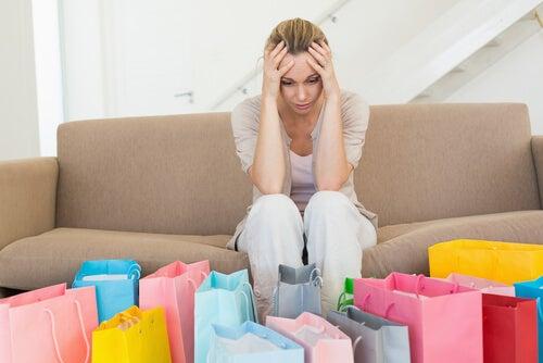 Mujer con ansiedad por las compras