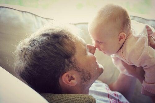 ¿Por qué no guardamos recuerdos de nuestros primeros años de vida?