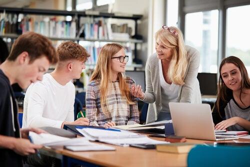 Adolescentes en clases