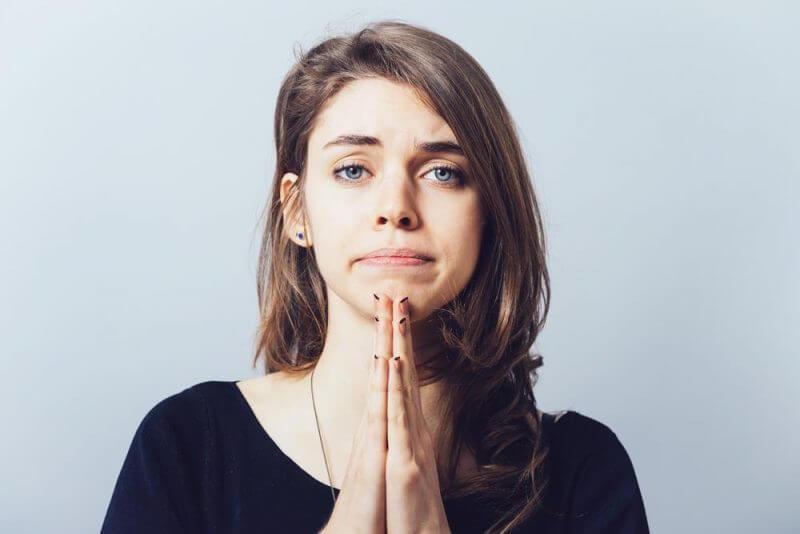 Mujer que pide perdón