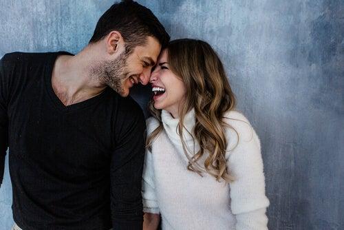 Cómo utilizar la risa y el buen humor para mejorar tu relación de pareja