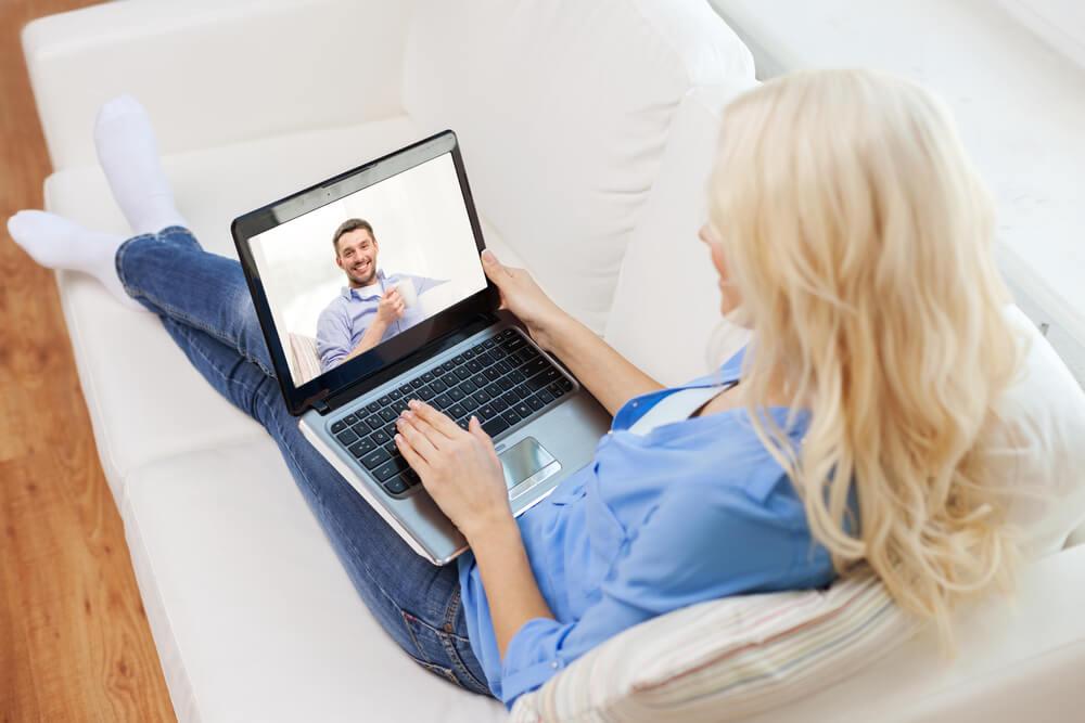 comunicación con la pareja a pesar de la distancia