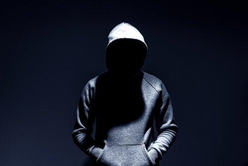 Hombre en el anonimato