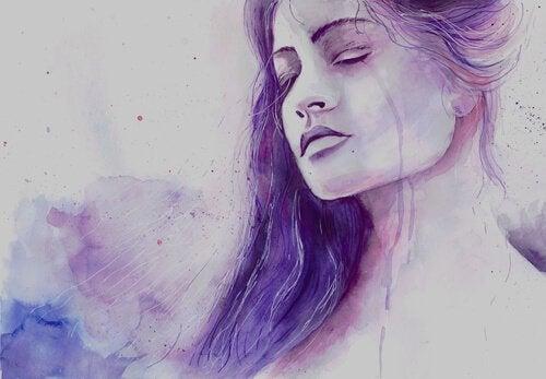 Mujer llorando por su tristeza