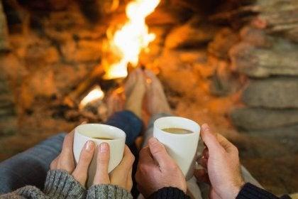 Pareja tomando café, relación saludable