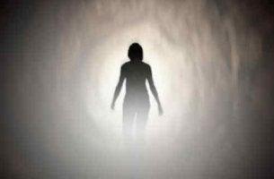 Experiencias de personas que han estado cercanas a la muerte