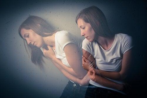 Mujer con ansiedad por efecto del éxtasis