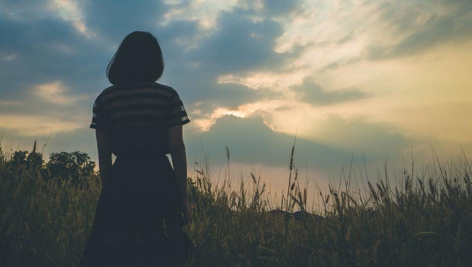 ¿Qué hago para tratar con una persona emocionalmente distante?