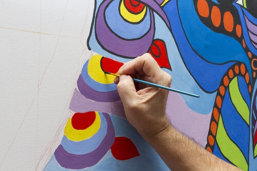 Mano hombre pintando