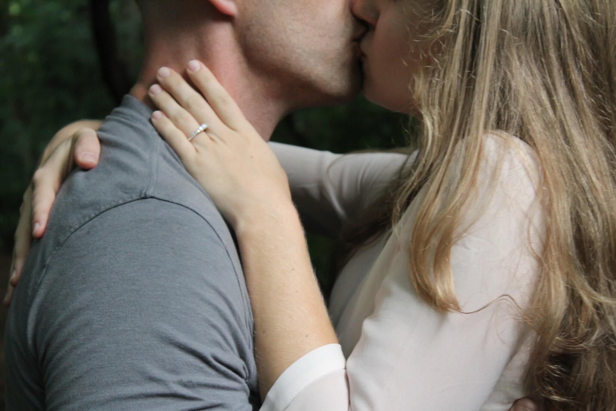 Los sorprendentes beneficios de los besos