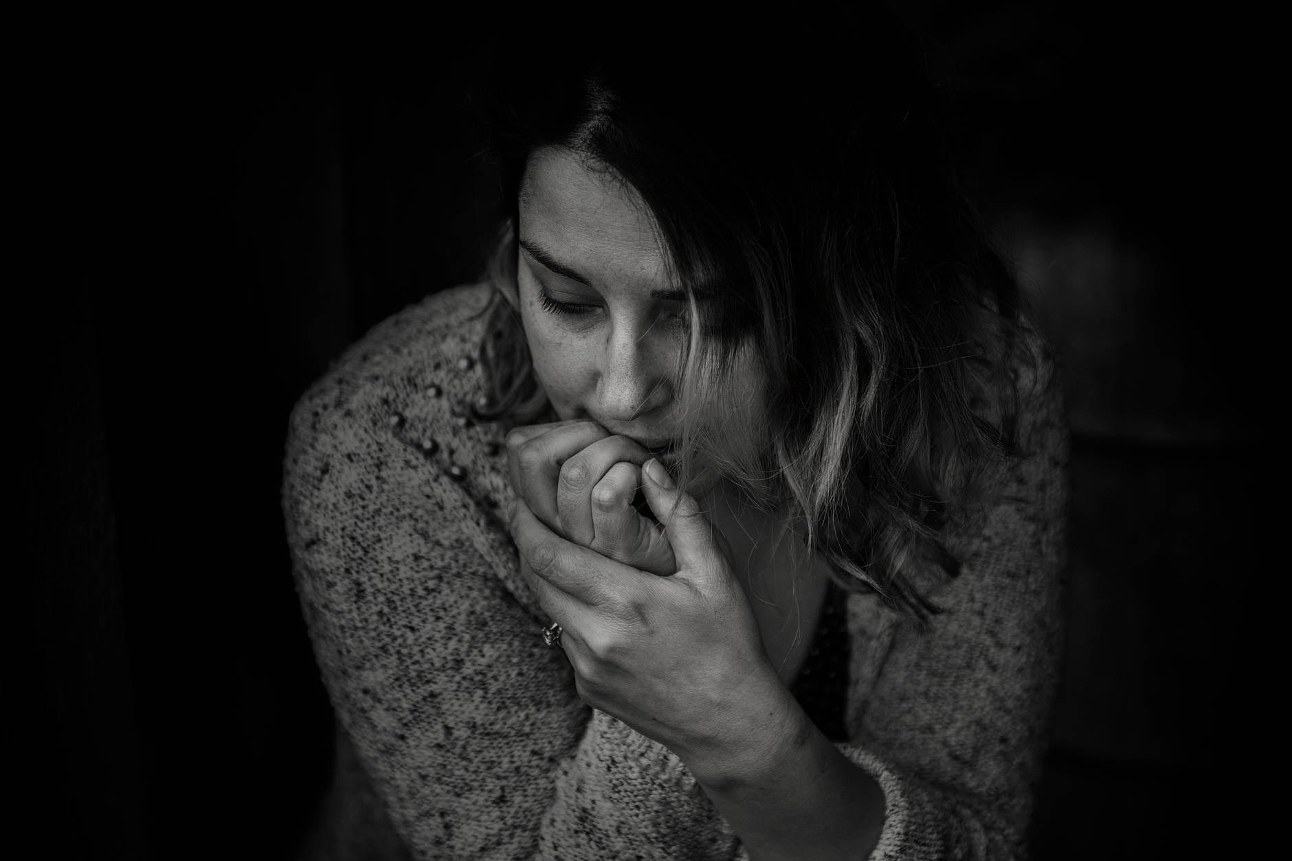 mujer depresion preocuada