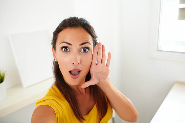 Mujer hablando consigo misma