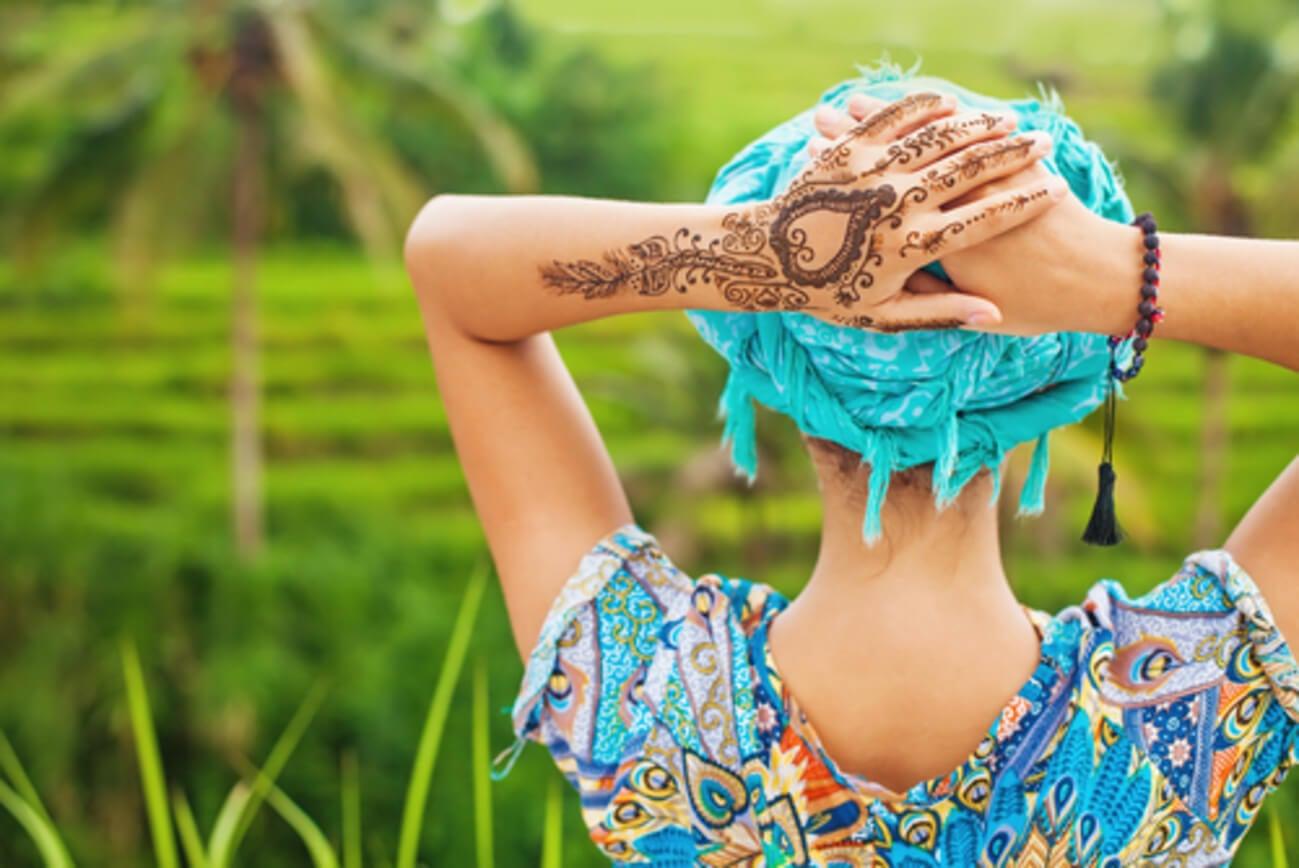 Mujer henna
