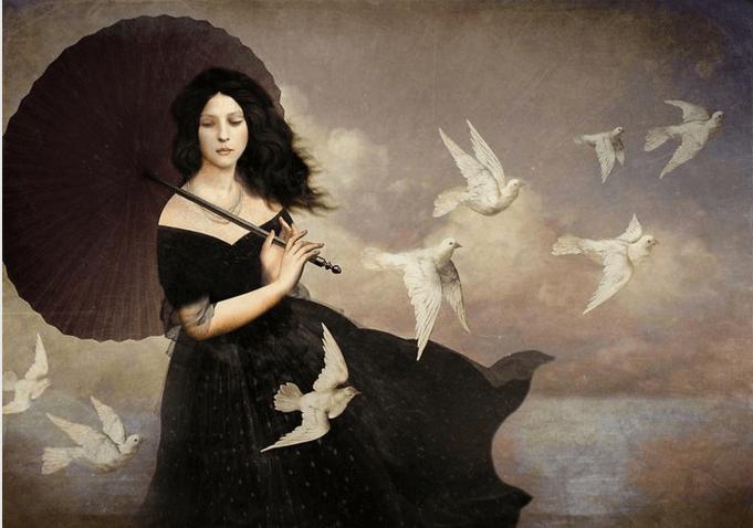 Mujer con paraguas rodeada de palomas