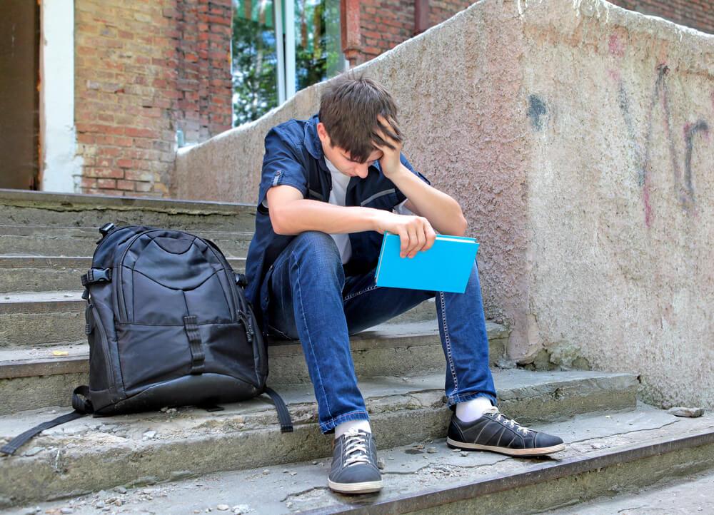 Adolescente con problemas en los estudios