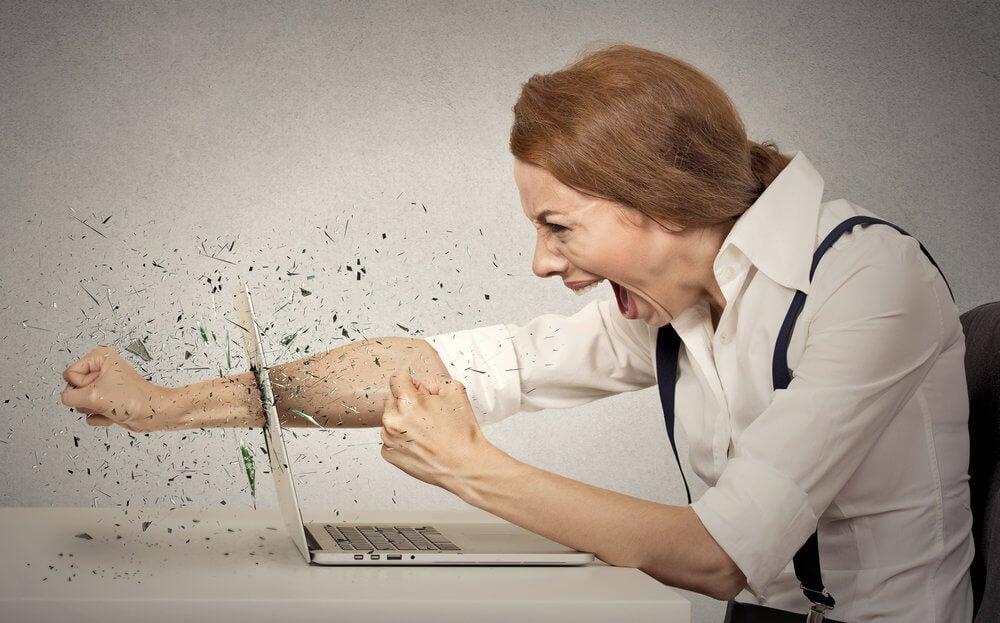 Mujer experimentando la ira