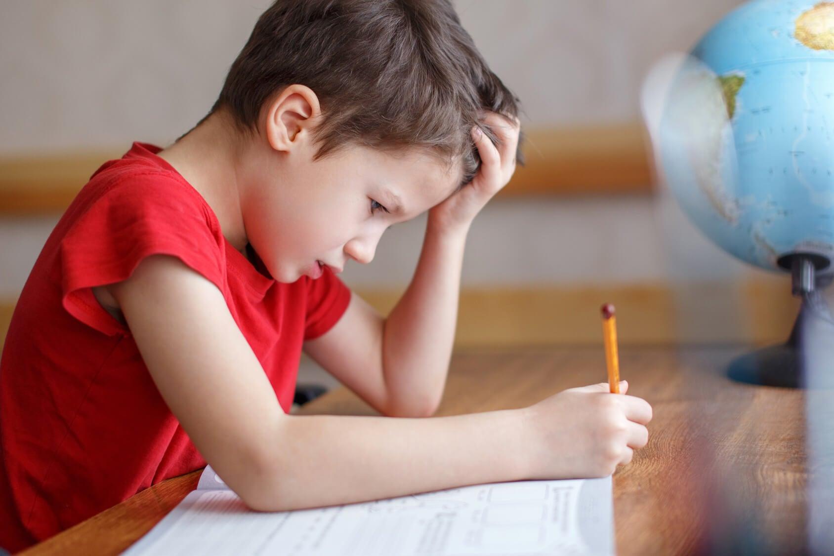 niño agobiado matematicas
