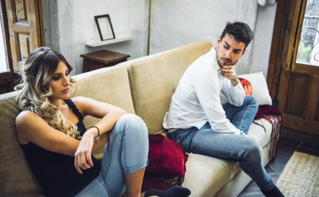 pareja enfadada como ejemplo de tension en pareja