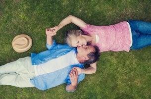Encontrar pareja, matrimonio maduro feliz