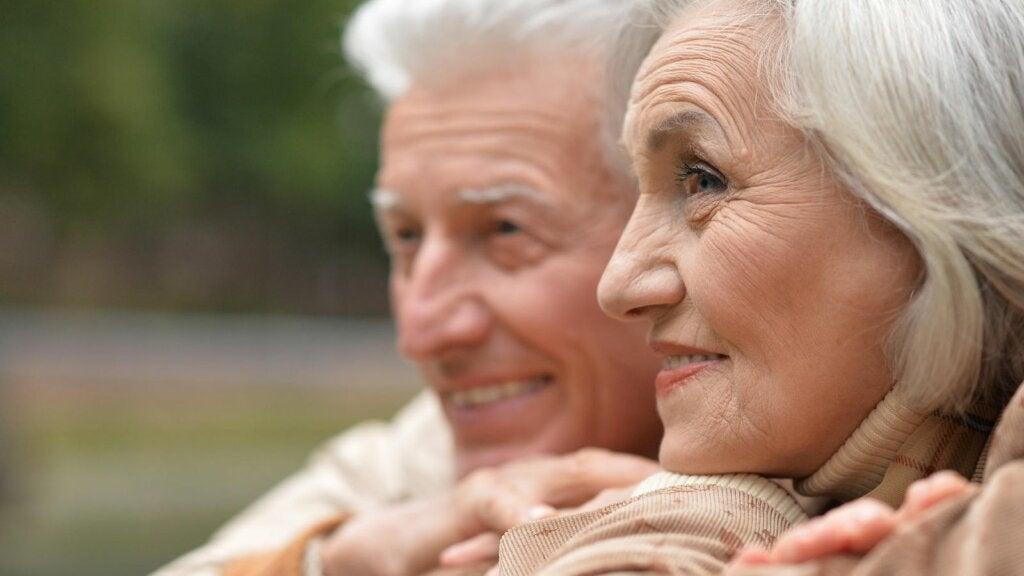 pareja personas mayores