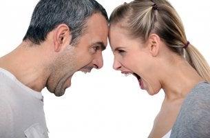 Personas sintiendo ira