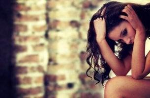 Mujer con síndrome cognitivo atencional