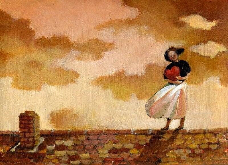 Mujer sujetando un corazón sobre un tejado