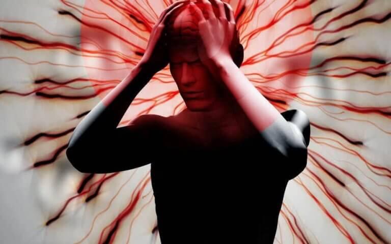Hombre con dolor por fibromialgia